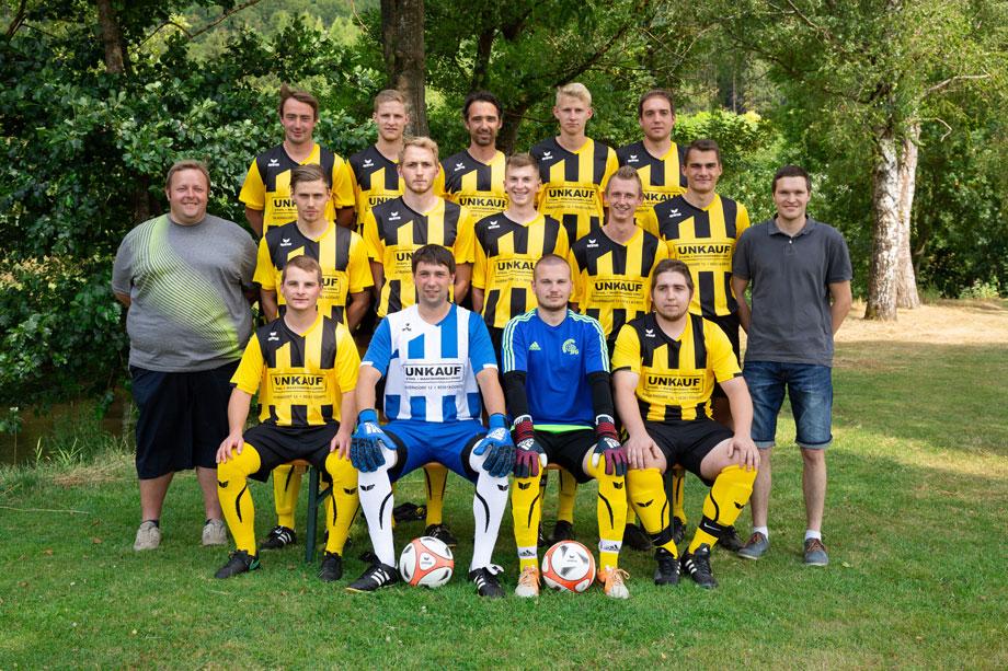 1. Mannschaft des TSV Ködnitz mit neuen Trikots der Fa. Unkauf Stahl- und Maschinenbau GmbH
