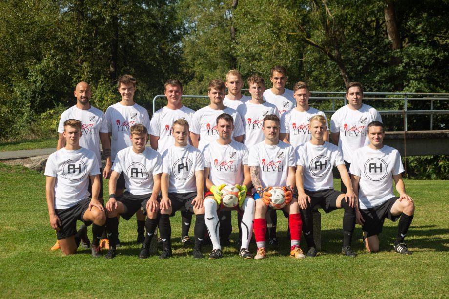 Die Herrenmannschaften des TSV Ködnitz bedanken sich herzlichst bei Nxt Level by Poja und FH Werbetechnik für die neuen Aufwärmshirts.